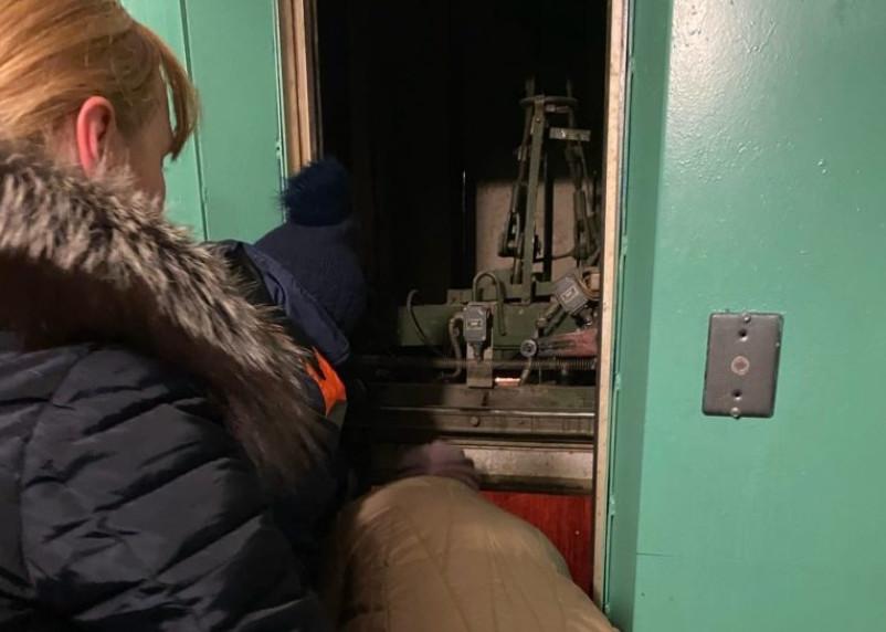 СК проведет проверку после падения лифта с ребенком в Рославле