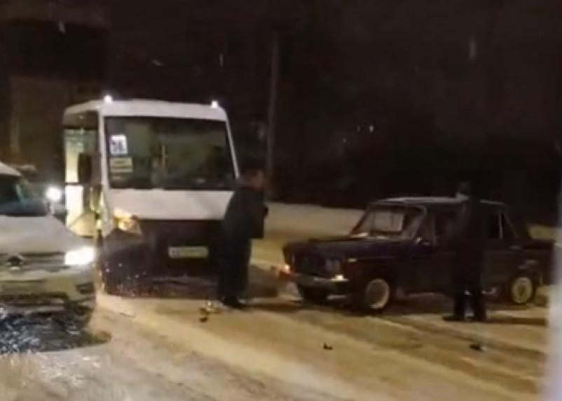 Место аварии с маршруткой в Смоленске сняли на видео