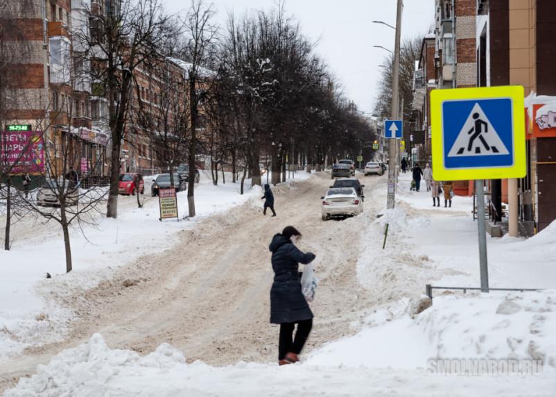 Дороги в Смоленске начнут обрабатывать солевыми растворами