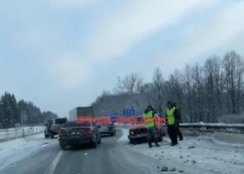 На трассе М-1 произошло массовое ДТП в Смоленской области