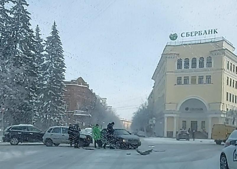 В центре Смоленска возле крупнейшего банка произошла авария
