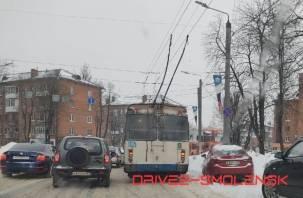 В Смоленске собралась вереница троллейбусов на Кирова