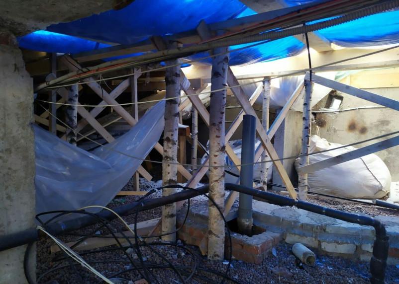 Ремонт с последствиями. В Смоленске восстанавливают аварийную кровлю пятиэтажного дома