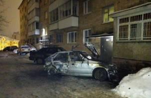 В Смоленске ночью сгорели две машины