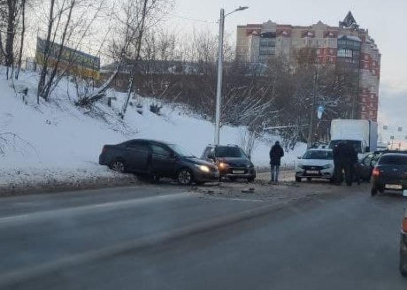 В Смоленске жесткое ДТП на Крупской парализовало движение