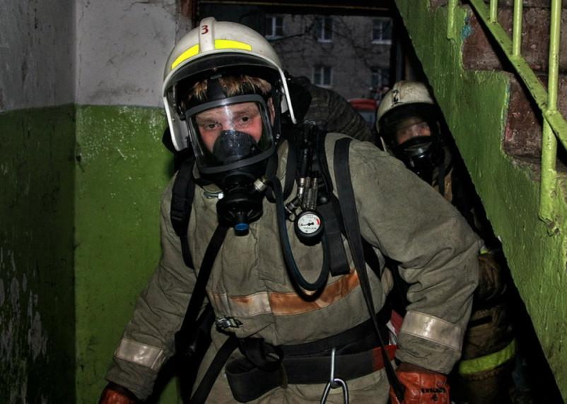 В результате ночного пожара в Смоленске пострадал человек