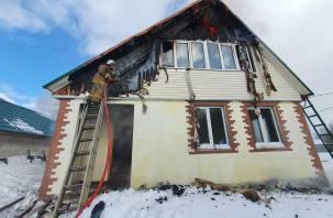 В Рославльском районе пожар вспыхнул в почти достроенном доме