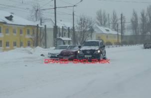 Три автомобиля столкнулись на улице Крупской в Смоленске
