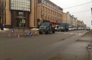 Ремонт проблемного участка в центре Смоленска провоцирует пробку