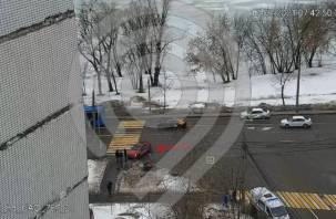 В Москве автомобиль сбил трех человек на переходе