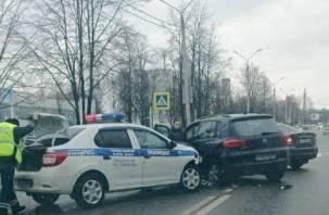 В Смоленске ищут свидетелей утренней аварии с машиной ГИБДД