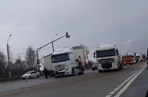 В Смоленской области авария с фурой спровоцировала пробку