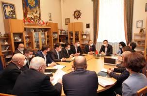 Закон не один для всех. Смоленские депутаты «выносили» протест прокуратуры