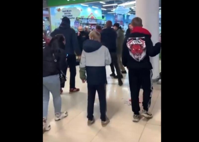 В Смоленске в ТРЦ «Макси» произошла кровавая потасовка