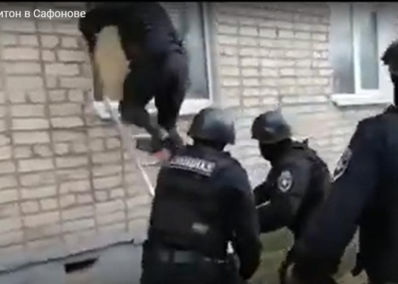В Смоленской области полицейские закрыли наркопритон