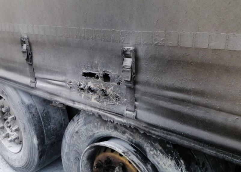 Фура загорелась на трассе М-1. Неравнодушные смоляне помогли потушить пожар