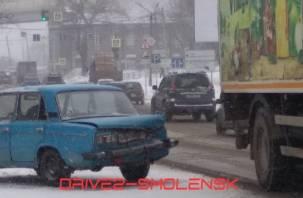 Из-за аварии на улице Свердлова собирается пробка
