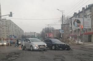 Жесткая авария в Смоленске спровоцировала пробку