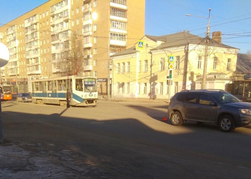 В Смоленске из-за аварии встали трамваи