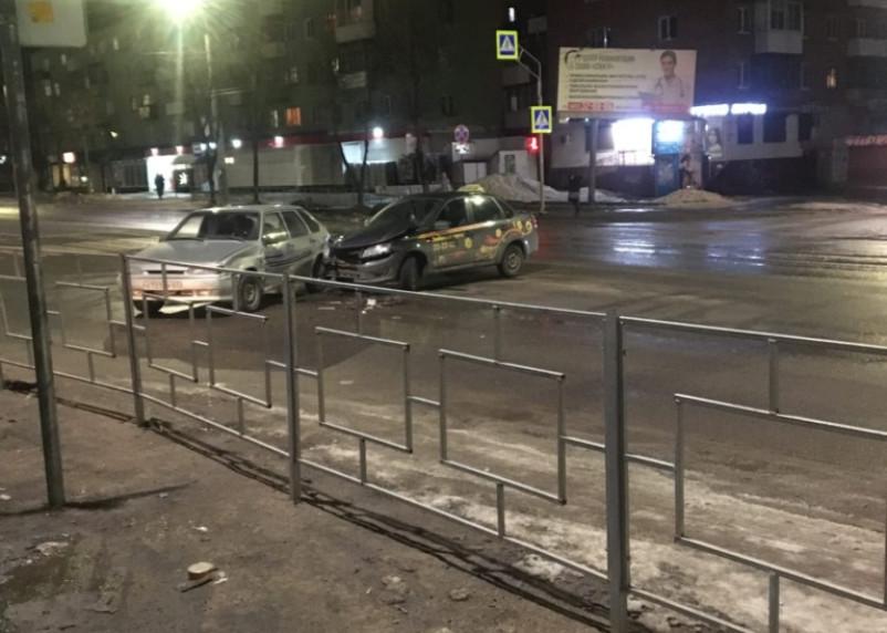В Смоленске произошла авария с участием такси