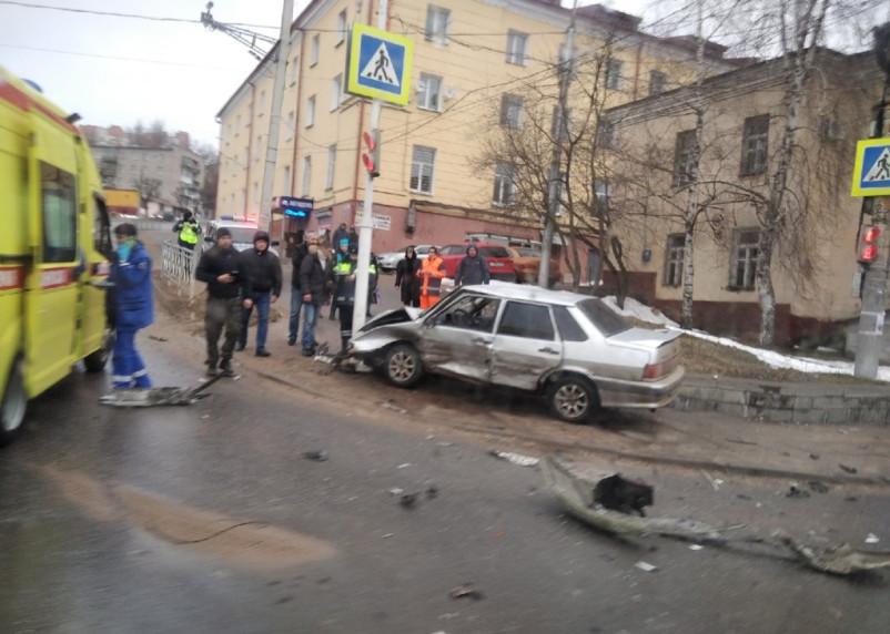 В Смоленске произошла жесткая авария в Заднепровье