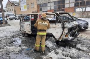 Появились подробности серьезного пожара с микроавтобусом и тремя машинами в Смоленске