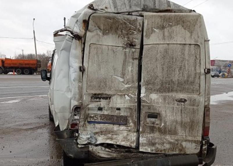 В Смоленской области фура протаранила фургон