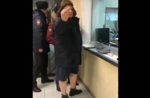 Смоленский участковый пришел на работу в шортах и шапке-ушанке. Его уволят