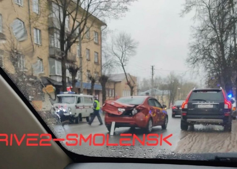 В Смоленске на Урицкого произошло жесткое ДТП