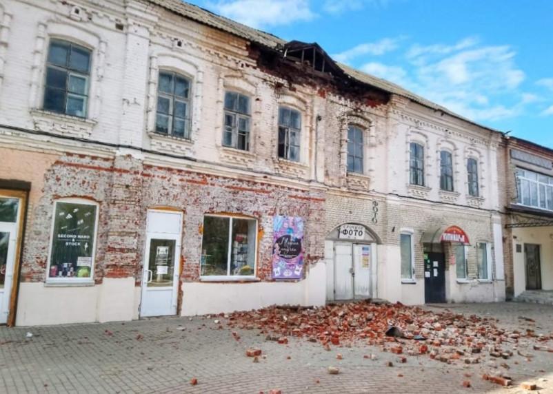 «Просто ужасно». В Ельне обрушилась часть исторического здания