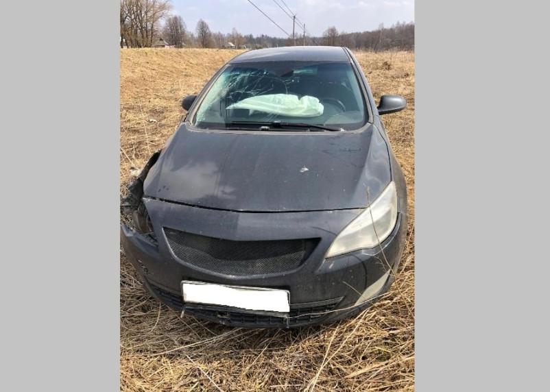 «Не учел погодные условия». В Смоленской области водитель пострадал в ДТП со световой опорой