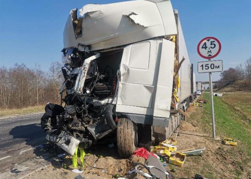 В ГИБДД рассказал о жесткой аварии большегрузов в Смоленской области