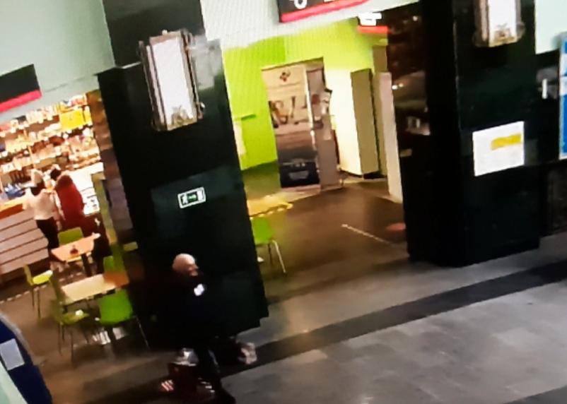 В Смоленске обворовали заснувшего пассажира в привокзальном кафе