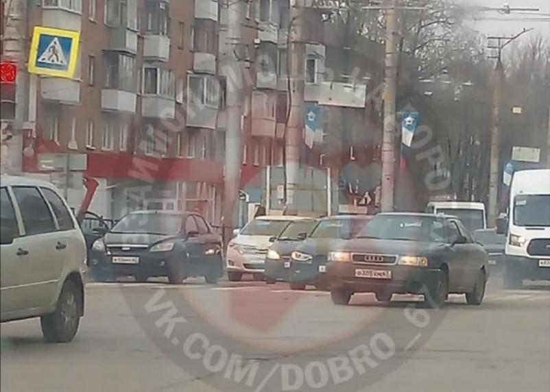 Авария на улице Николаева провоцирует пробку в Смоленске