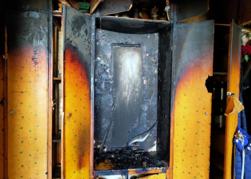 В квартире на улице Кирова вспыхнул пожар в шкафу