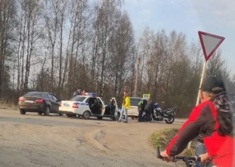В Смоленске произошла авария с легковушкой и мотоциклом