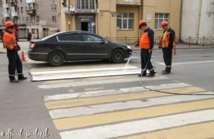 На улицах Смоленска обновляют дорожную разметку