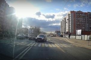 После видео грубых нарушений смоленского водителя привлекли к ответственности