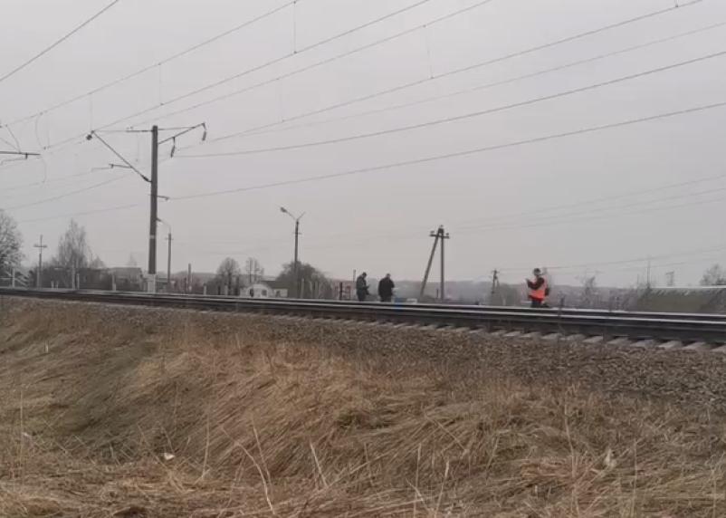 В Ярцеве поезд сбил человека