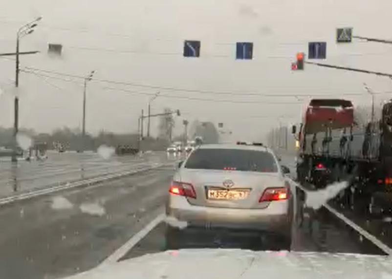 Мокрый снег на трассе. В Смоленской области ухудшились погодные условия