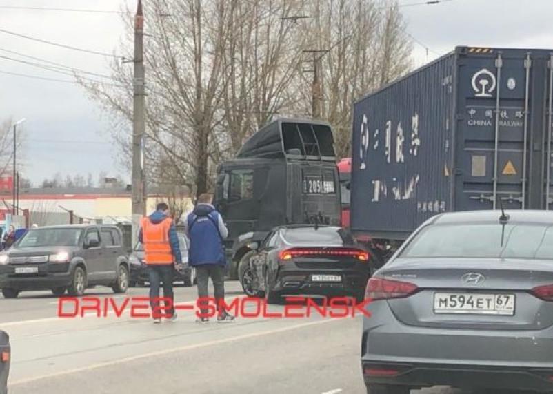 В Смоленске ДТП на рельсах спровоцировало масштабную пробку