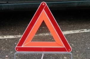В райцентре Смоленской области столкнулись автомобиль и мотоцикл