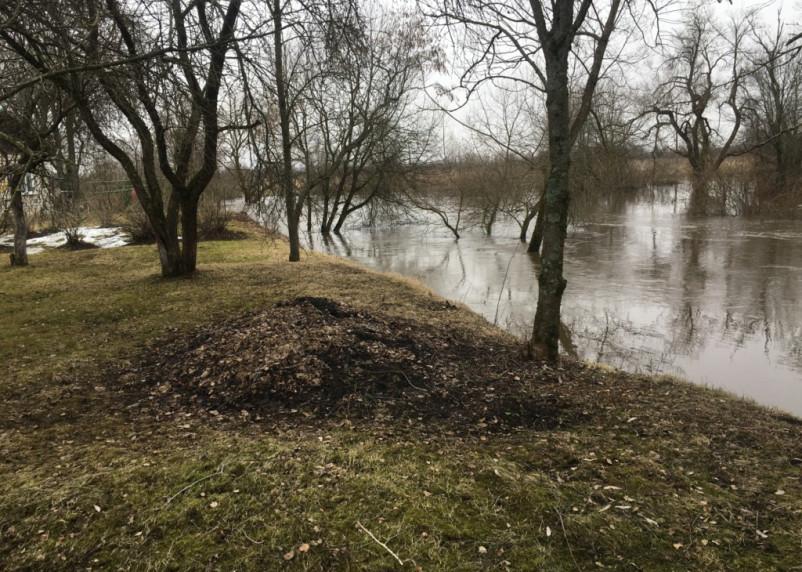 В Смоленской области из-за паводков затопило дороги в деревнях