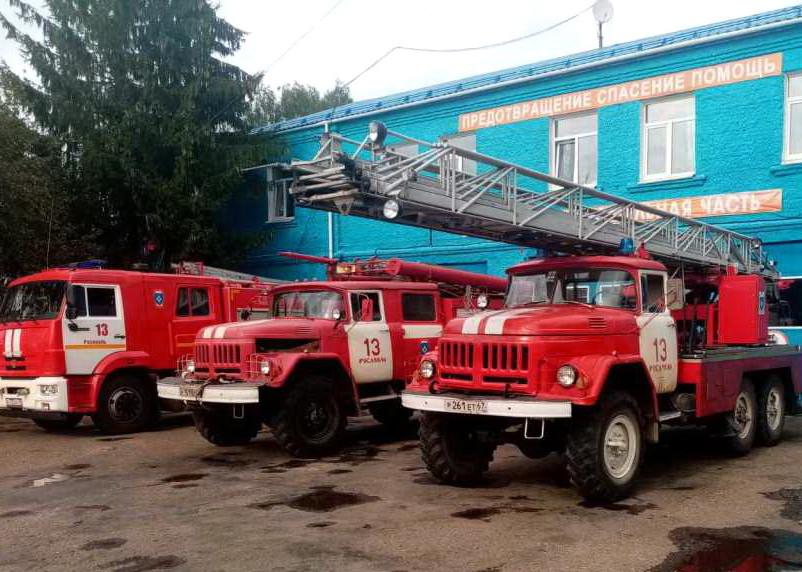 На улице Юрьева в Смоленске загорелись низковольтные провода