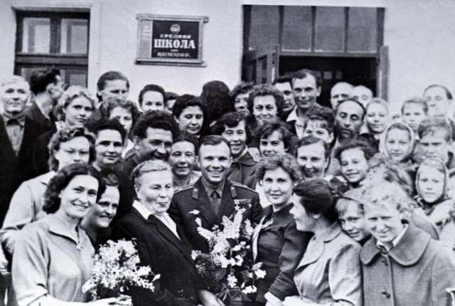 60 лет назад состоялся первый полет в космос. Жизнь и бессмертие Юрия Гагарина в уникальных кадрах Smolnarod.ru