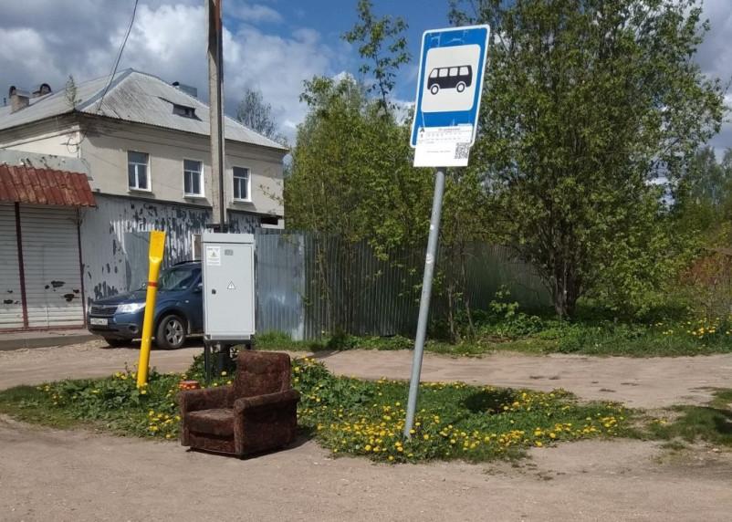 В Смоленске отсутствуют павильоны на каждой четвертой остановке транспорта, а 60% существующих требуют замены