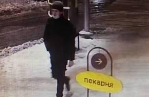 В Смоленске полиция разыскивает магазинного грабителя