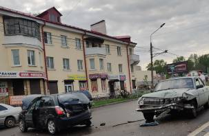 Виновником аварии с пятью машинами в Смоленске стала женщина. Новые подробности