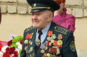 На Смоленщине участника Великой Отечественной войны трогательно поздравили с Днем Победы