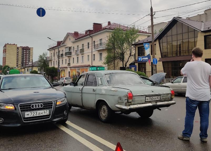 Огромная пробка. На медгородке в Смоленске произошло серьезное ДТП с пятью машинами